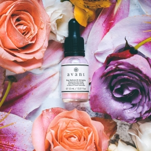 OurRose Radiance & Anti-ageing Hyaluronic Eye Serum has been developed with signature ingredients including Rose extracts, Hyaluronic Acid and Celldetox®.  Celldetox®  aims to improve radiance of the tired and intoxicated skin around the eye zone whilst helping limit the signs of ageing by smoothing micro-relief, wrinkles, puffiness and eye bags👀