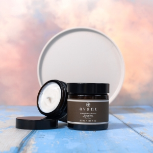Our 8 hour Radiance Renewal Sleeping Mask contains Shea Butter ✨  Shea butter is rich in antioxidants, high in vitamins A and E and works as an emollient to keep your skin young and supple. It also helps tighten the skin and lessen the appearance of wrinkles and fine lines 🌟 . . . #avantproductsofthemonth #glycolicacid #moisturiser #lipscrub #sleepingmask #skincareroutine #skincarehaul #avantskincare #cleanbeauty #crueltyfreebeauty #luxuryskincare #greenbeauty #skincarereview #sustainableskincare #skincareroutine #sheabutter