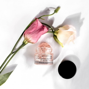 ​Have you included Rose into your skincare routine? 🌹 ​ Interested in finding out more on why you should incorporate Rose into your Skincare routine?  ​ ​Link in Bio to read our Blog. ​ ​The Velvet Perfecting Rose Sugar Lip Scrub is fortified with incredible ingredients such as Rose, Peony and Sweet Almond 👄    ​