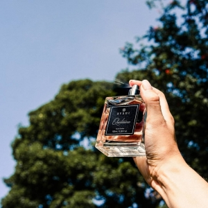 Unveil your romantic nature with the invigorating fragrance that evokes an air of sophistication.Unleashing an unforgettable and ever-lingering sillage that boasts depth and masterful style🤍  Have you tried Quintessence?