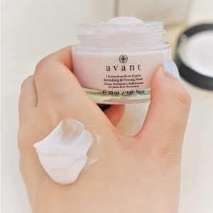 Wake up to brighter skin✨  Deeply cleanse and nourish the skin with Harmonious Rose Quartz Revitalising & Firming Mask, drawing out toxins and impurities while naturally absorbing pore-clogging oil. This mask aims to leave skin firmer, more supple and younger-looking as it combines powerful ingredients including Rose, Hyaluronic Acid and Sweet Almond!  📸 - @tempacochan