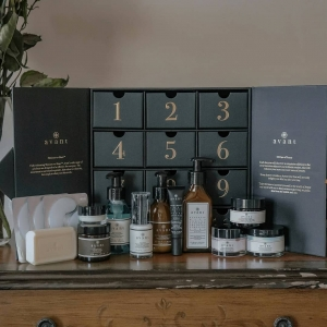 Looking to start your holiday shopping early? We have you sorted with our 12 Days of Beauty Calendar! Filled with12 full-size skincare treats to delight your entire body. This luxurious gift is the perfect way to kick-off the festive season.✨🎁  Tap to shop!