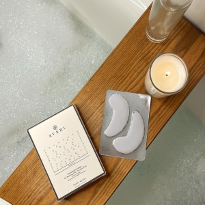 Todays relaxation is brought to you by ourHydra-Bright Collagen Eye Restoring Pads👀☁️  #relax #selfcare #selflove #avantskincare #wellness #fridayfeeling