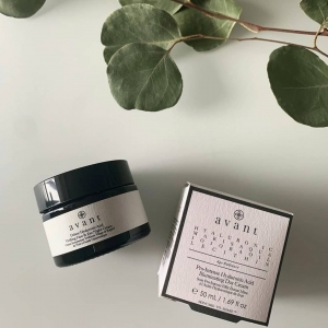 Meet our best selling night cream. Deluxe Hyaluronic Acid Vivifying Face & Eye Night Cream🍃  Why you love it:  💚 Aims to rejuvenate tired, dull, droopy eyes  💚 Works to smooth fine lines and wrinkles  💚 Helps intensely hydrate 💚 Contributes to preventing and reversing signs of ageing like crow's-feet, wrinkles and dark circles  📸: @olga_graschenko